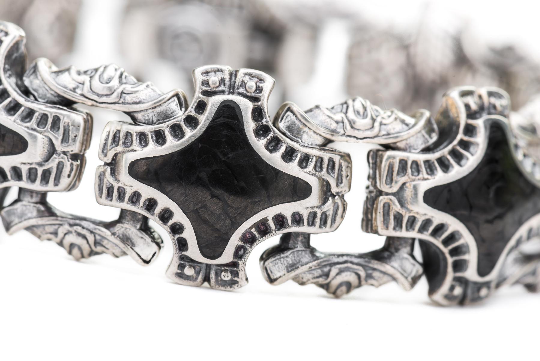 William Henry Carbon Fiber Silver Link Bracelet Closeup