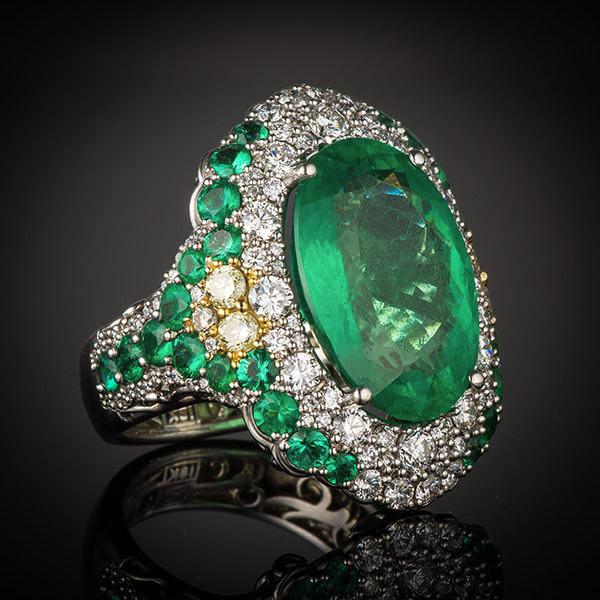 Robert Pelliccia 18kw Brazilian Oval Emerald & Diamond Ring Main View