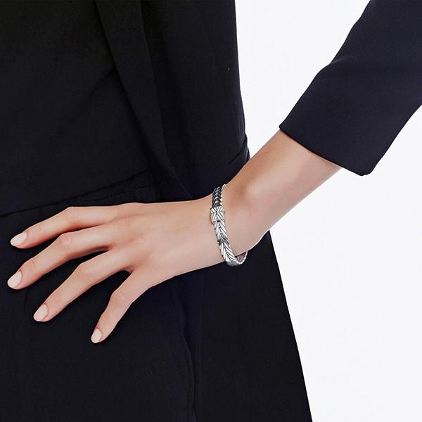 John Hardy Silver 8mm Modern Chain Bracelet on Model