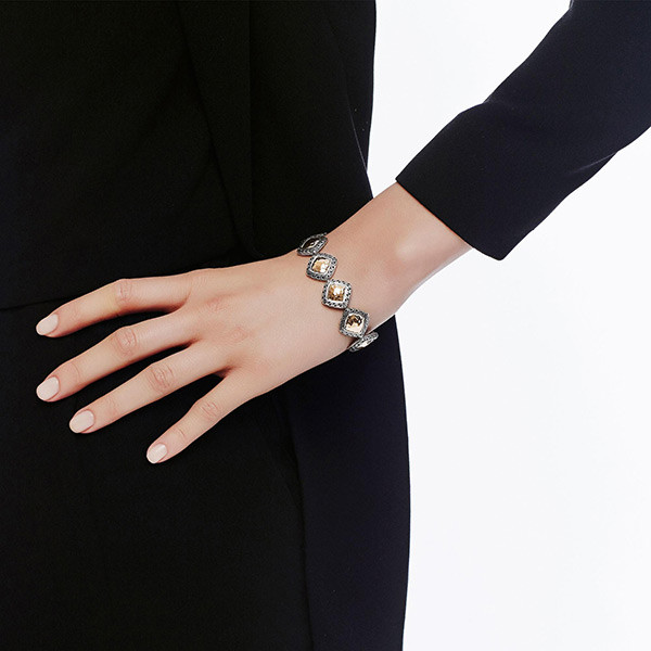 John Hardy Heritage Gold & Silver Quadrangle Toggle Bracelet on Model