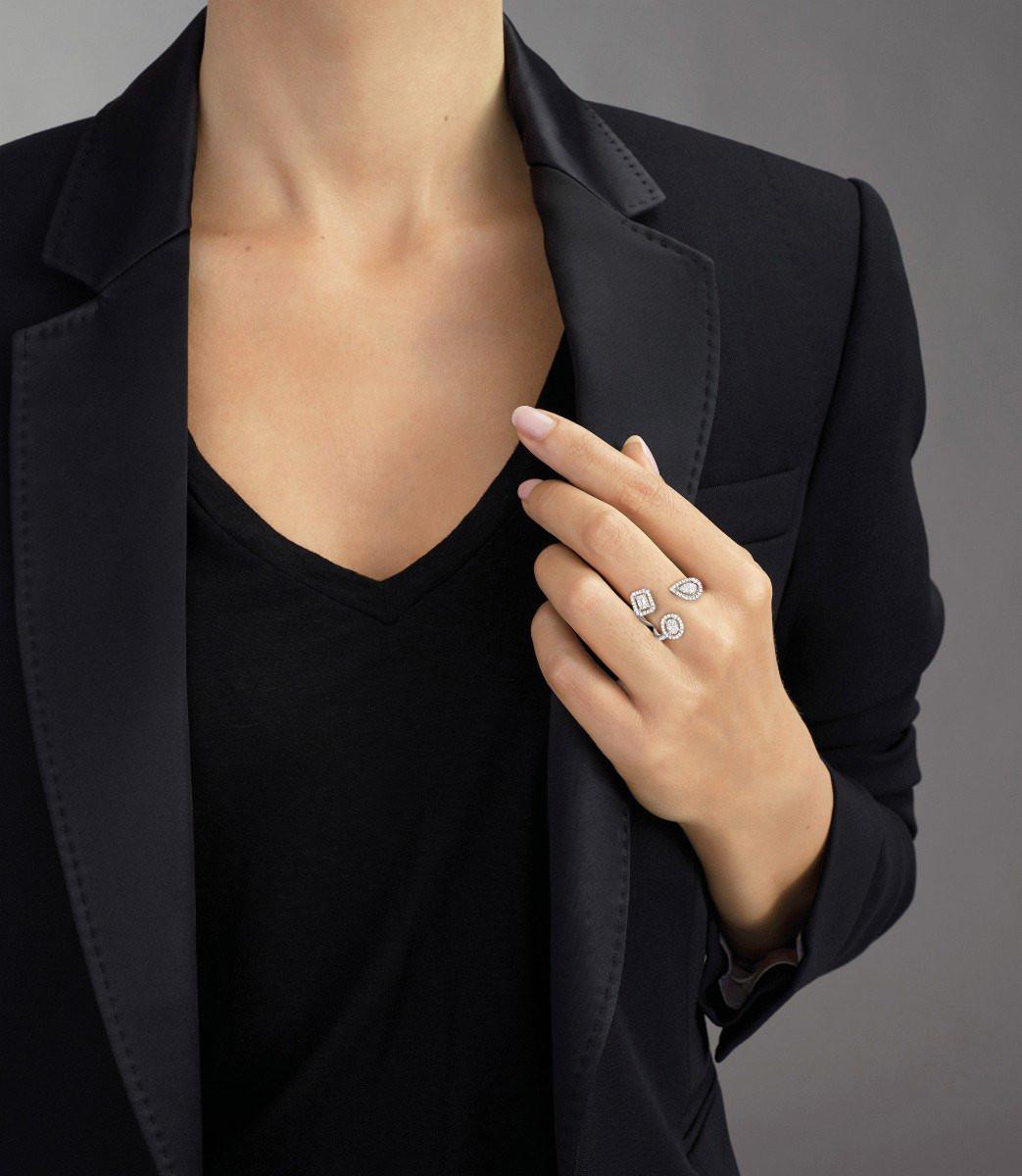 My Twin Trilogy Diamond Ring in 18K Gold on model