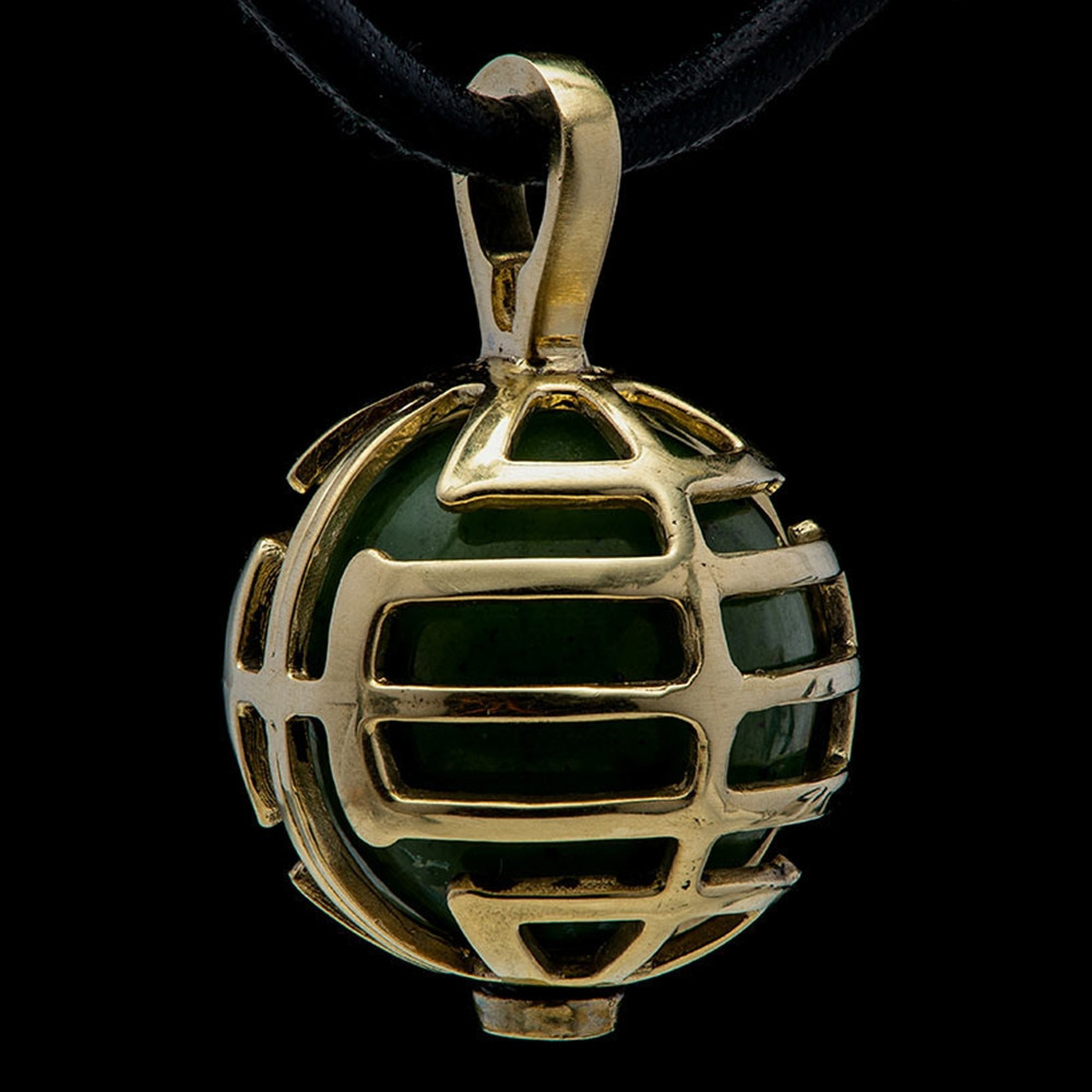 William Henry Dreamer Embrace Yellow Gold Green Jade Bead Pendant Necklace Up Close View
