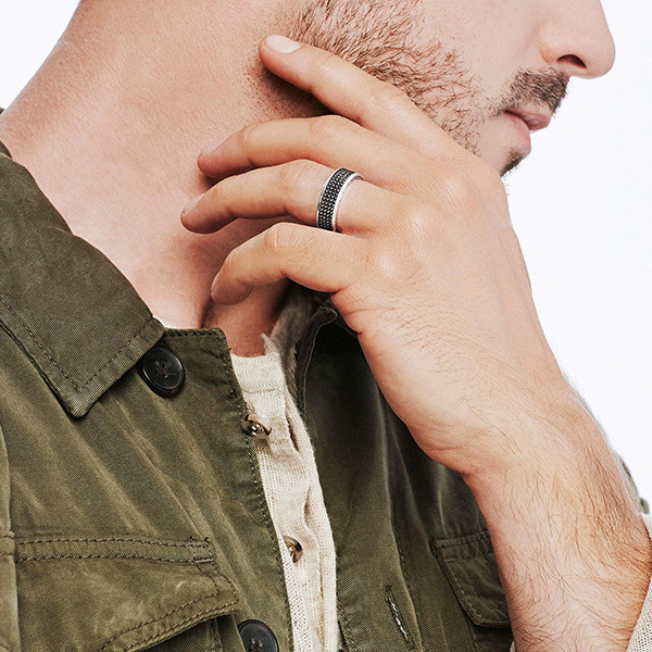 John Hardy Rhodium Jawan Band Classic Chain Ring On Model