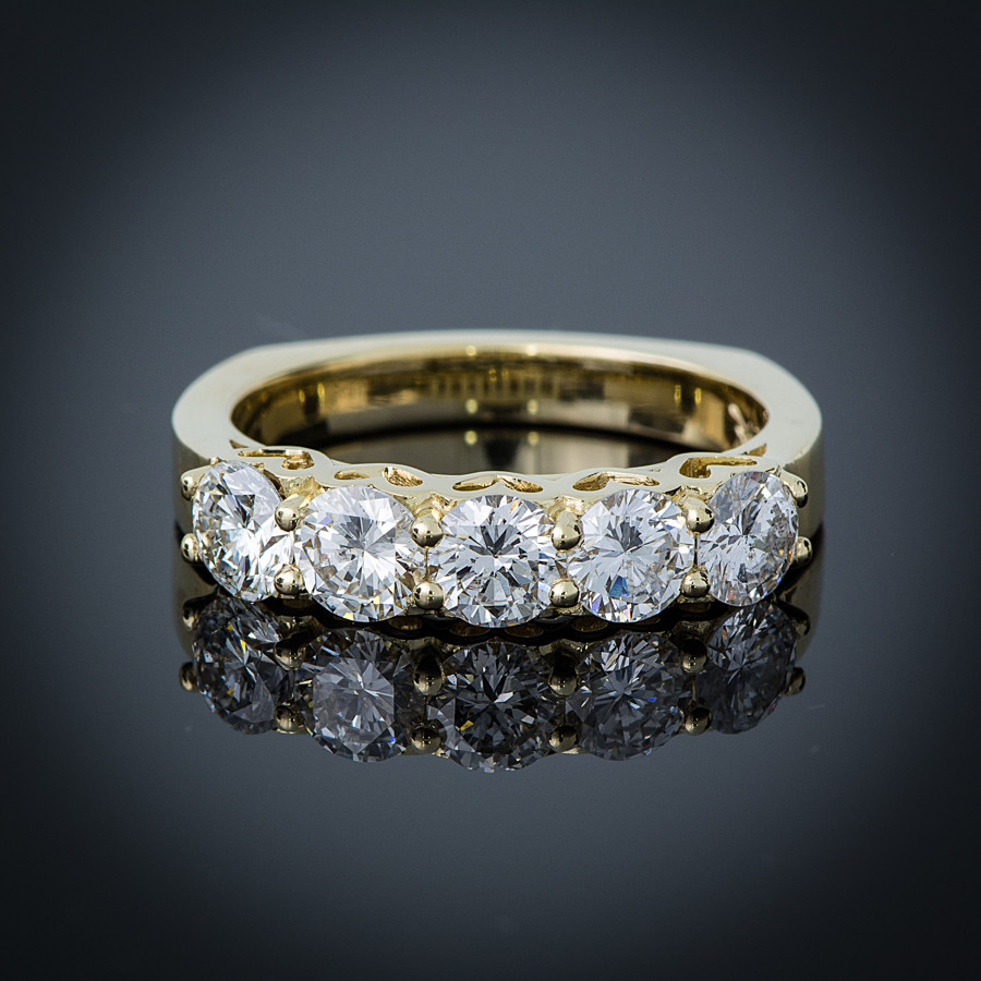 18K Yellow gold Amore band front